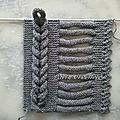 Knitted braid, photo tutorial, found on :  http://pattycrochete.canalblog.com/archives/2013/06/01/27304417.html Site is in Franch, use translator