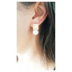 Daqueles que não dá vontade de tirar da orelha ;) Brinco quadrado com pérola. [Compras via direct] #brinco #copella #perola #moda #acessorios #prata925