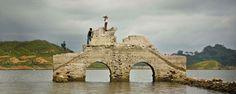 Construcciones semiocultas bajo el agua en México . Ubicadas en Chiapas, Edomex e Hidalgo, estas edificaciones te sorprenderán con su historia y detalles arquitectónicos casi cubiertos por el nivel de los lagos o presas que ahora las alojan.