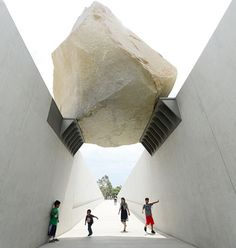 "Michael Heizer, ""Levitated Mass"" / LACMA / via migurski"