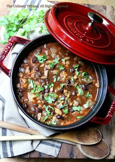 Vegan Mushroom chili: canola oil, garlic, onion, mushroom, chili powder, dried oregano, cumin, cane sugar, tomato paste, water, vegetable base, black beans, salt, pepper, cilantro, fresh lime juice, fresh cauliflower for topping (optional) tt&t