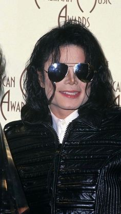 News Photo : Michael Jackson attends the Annual American. News Photo : Michael Jackson attends the Annual American. Michael Jackson Story, Michael Jackson Dangerous, Photos Of Michael Jackson, Michael Jackson Wallpaper, Jackson Music, Mike Jackson, Michael Jackson Invincible, Jackson Instagram, Mj Dangerous