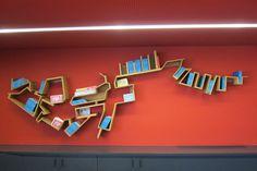 """Théâtre Liberté de Toulon (Bibliothèque à l'Accueil) par Jerome Dumetz - """"En reprenant la ligne du littoral Toulonnais pour en faire la bibliothèque qui se trouve derrière la billetterie, j'ai voulu donner du sens à cette intervention. Les livres s'y trouvent comme des bateaux à quai."""""""