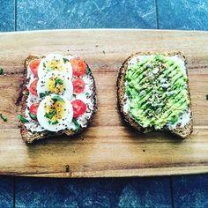 Avo-Egg-Tomato on #toast! (300 kcal)