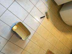 Fliesenboden renovieren - schnell & staubfrei - Trebes Raumausstattung und Inneneinrichtung Tile Floor, Flooring, Texture, Crafts, House Repair, Palette Knife, Simple Machines, Wood Floor, Bathroom Small