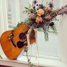 grandpa passed away before her wedding so she brought his guitar and I put flowers on it. Graduation Table Decorations, Grave Decorations, Diy Valentine's Centerpieces, Vases Decor, Funeral Flowers, Grave Flowers, Wedding Flowers, Funeral Floral Arrangements, Flower Arrangements