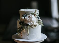 Romantic Modern Minimalist Wedding Inspiration ⋆ Ruffled Simple and perfect. Love this wedding cake by captured by ♡ Beautiful wedding cakes for any type of wedding Floral Wedding Cakes, Fall Wedding Cakes, Wedding Cake Rustic, White Wedding Cakes, Wedding Cakes With Flowers, Beautiful Wedding Cakes, Wedding Cake Designs, Wedding Cake Toppers, Beautiful Cakes