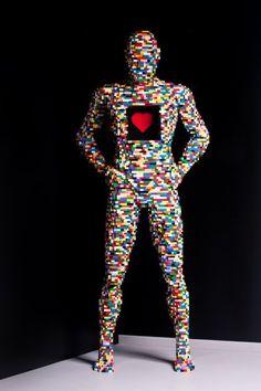 """Seine Darstellungen des menschlichen Körpers heißen """"Xray""""...."""