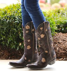 Old Gringo Abby Rose Chocolate Bone Picture Cowgirl Style, Cowgirl Boots, Riding Boots, Cowgirl Fashion, Old Gringo Boots, Cute Boots, Country Girls, Leather And Lace, Wedding Shoes