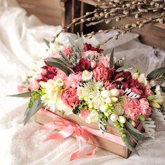 «Весенняя композиция успела сегодня поймать несколько лучиков солнца Для заказа цветочков звоните, пишите +7(964)9170011. #базиликатакраснодар…»