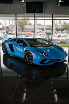 The Lamborghini Huracan was debuted at the 2014 Geneva Motor Show and went into production in the same year. The car Lamborghini's replacement to the Gallardo. Lamborghini Aventador, Ferrari, Carros Lamborghini, Cool Sports Cars, Super Sport Cars, Nice Cars, Bugatti, Maserati, Exotic Sports Cars