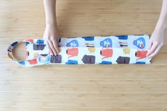 Diy And Crafts, Crafts For Kids, Fabric Scraps, Sewing Projects, Tote Bag, Hand Sewing, Handmade, Bags, Crafts For Children