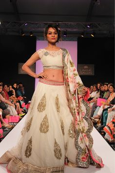 Anushree Reddy. White and pink lehnga with floral chunni. Love the lace blouse.