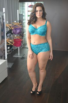 a3b3b7f67 Ashley Graham - I m about the same size that she is. So long