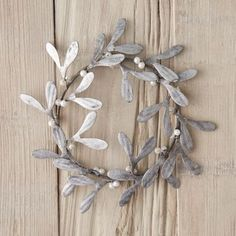 Zinc Mistletoe Wreath