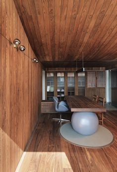 "A study has been created upstairs on the first floor of VS House by connecting part of a passageway to an adjacent terrace.  Sārānsh envisioned this room as a ""wooden box"" – warm-hued timber lines the walls, floor and the upward-curving ceiling, half of which had to be built from scratch.  Timber has even been used to make the room's desk, which balances on a huge spherical volume. Indian Architecture, Architecture Design, Living Area, Living Spaces, Air Lounge, Blue Tiles, Wooden Decks, Stone Tiles, Other Rooms"