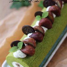 Lots of white chocolate cream is rolled into the fluffy airy matcha chiffon cake. This roll cake is a Japanese-Western fusion dessert.