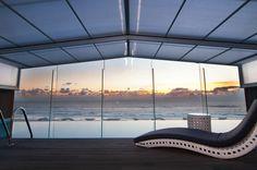 Percorremos a costa à procura dos melhores hotéis à beira-mar. Seja pela relação qualidade-preço ou avaliação, estes são os melhores dos melhores!