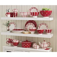 57 Beautiful Christmas Dinnerware Sets: Red & White FunTastic Dinnerware Mixing Bowls And Teapot Set Kitchen Themes, Kitchen Colors, Kitchen Design, Red Kitchen Decor, Kitchen Ware, Kitchen Ideas, Cuisinières Vintage, Casa Mimosa, Christmas Dinnerware Sets