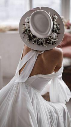 Chiffon Wedding Gowns, Boho Wedding Dress, Wedding Dresses, Minimalist Gown, Dresscode, A Line Gown, Unique Dresses, Madame, Plunging Neckline