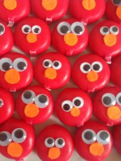 Elmo-babybel, met wiebeloogjes en vilten neus Elmo, Babybel Cheese, Cheese Art, Birthday Snacks, Sesame Street Birthday, Special Recipes, Bento Box, Healthy Treats, Diy For Kids