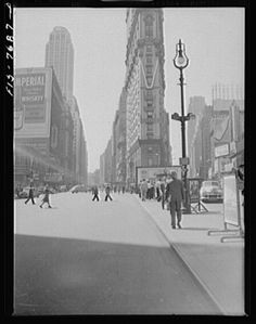 1942 | Community Post: 115 Years Of Vintage Photos Show How Times Square Has Changed