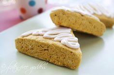Gluten free pumpkin scones with maple nutmeg icing #glutenfree #scones