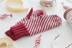 p i i p a d o o: Marianne-lapaset Striped Mittens, Knitting Projects, Knitting Ideas, Candy Stripes, Inspiration For Kids, Winter Accessories, Knit Crochet, Gloves, Sewing