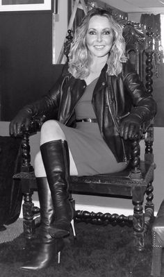 High Leather Boots, Leather Gloves, Gloves Fashion, Fashion Boots, Leather Pants Outfit, Carol Vorderman, Long Boots, High Boots, Stiletto Boots