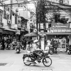 Busy street of #Hanoi. #BobbejanaAdentures