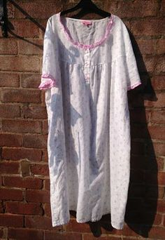 For sale a Whisper Pleated Nightgown size uk14 EUR22/24