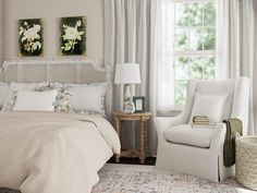 Shabby Chic is a style that's comfortable and inviting, but with a hint of old-world elegance. Learn more about this romantic, relaxed style and how it's evolved. French Farmhouse Decor, Farmhouse Interior, Shabby Chic Interiors, Shabby Chic Style, Upholstered Furniture, Rustic Design, Interior Design Inspiration, Decor Styles, House Design