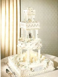 Fountain Wedding Cake - By placing proper support plates on the cake, you can actually place a smaller fountain directly on the cake. This creates a beautiful effect Extravagant Wedding Cakes, Big Wedding Cakes, Square Wedding Cakes, Wedding Cake Photos, Elegant Wedding Cakes, Beautiful Wedding Cakes, Wedding Cake Designs, Wedding Cake Toppers, Beautiful Cakes