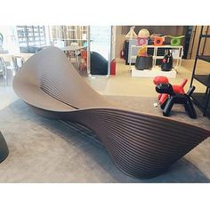 This creation is characterized by motion – through soft lines that give this bench a dynamic orientation despite its simple form. Designer Ron Arad has made the Folly bench transcend mere functionality and became a work of art. This bench/sculpture in rotational-moulded polyethylene is suitable for outdoor and indoor use which may allow eight to ten people sit on it. #dimensioneph Outdoor Furniture Design, Smart Furniture, Urban Furniture, Street Furniture, Furniture Decor, Bench Designs, Cool Designs, Cardboard Chair, Floor Wallpaper