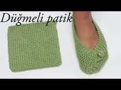 most easiest make knitted booties with two needle /how to make knit buttons / Figen AraratKnit Easiest House Slippers from Square Free Knitting Pattern: Knit Bow Slippers, Garter stitch slippers Knitted Booties, Knitted Slippers, Knitted Bags, Gestrickte Booties, Women's Booties, Arm Knitting, Knitting Socks, Crochet Socks, Knit Crochet