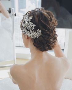 Mika Takemoto / MY DRESSER representative (@ mika. Dress Hairstyles, Bride Hairstyles, Down Hairstyles, Wedding Hair And Makeup, Bridal Hair, Hair Makeup, Flower Headpiece, Wedding Hair Pieces, Bridal Headpieces