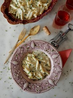Food for thought: Πένες με κρεμώδη σάλτσα τυριών και σκόρδου Penne Pasta, Camembert Cheese, Garlic, Dairy, Favorite Recipes, Food, Meals, Yemek, Eten