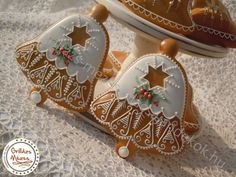 Gingerbread Decorations, Christmas Gingerbread, Gingerbread Cookies, Christmas Goodies, Christmas Themes, Christmas Holidays, Fancy Cookies, Cake Cookies, Cupcakes