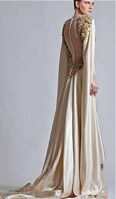 Robe dos nu, manches ultra longues