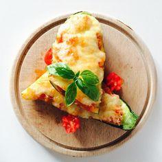 Plněná cuketa rajčátkem a mozzarellou Mozzarella, Tacos, Mexican, Ethnic Recipes, Fitness, Excercise, Health Fitness