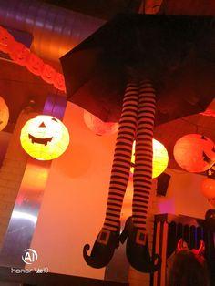 Διακόσμηση Παιδικού Πάρτυ με θέμα HALLOWEEN απο ΔΕΛΦΙΝΑΚΙΑ Table Lamp, Halloween, Party, Home Decor, Table Lamps, Decoration Home, Room Decor, Parties, Home Interior Design
