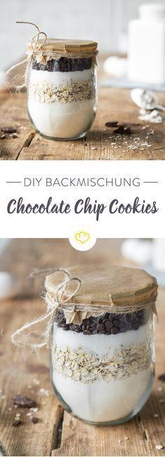 Kennst du amerikanische Cookies? Diese riesengroßen Chocolate Chip Cookies? Mit dieser Backmischung im Glas zauberst du dir die Kekse im Handumdrehen.