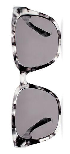The sleek, marbled acetate frames and flattering polarized lenses makes these sunnies a fabulous summer accessory.