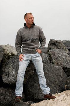 Billiga och snygga stickade tröjor med windstopperfoder, av 100% ren ull säljes här i vår tröjshop. Riktigt fina kvaliteter och färger. Gratis frakt