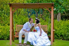Kauai Island Weddings: What questions to ask when interviewing a wedding photographer.