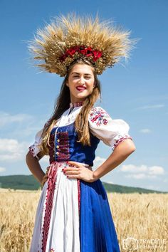A celebration of harvest, Slovakia - Pictures of lost world Embroidery Tattoo, Sheepskin Coat, Traditional Outfits, Indian Fashion, Culture, Pure Products, Costumes, Bride, Celebrities
