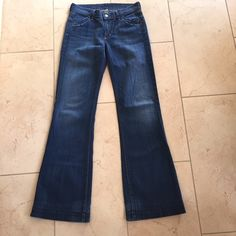 Citizens of Humanity Flare Jeans size 26 Citizens of Humanity Flare Jeans size 26. Excellent used condition. 32.5 inch inseam. Citizens of Humanity Jeans Flare & Wide Leg