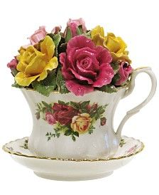 Royal Albert Old Country Roses Musical Tea Cup Royal Albert, Teacup Crafts, Rose Gift, China Patterns, English Roses, Floral Bouquets, Fine China, Tea Party, Flower Arrangements