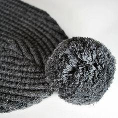 "bonnet avec pompon en Alpaga ""gris orage"""