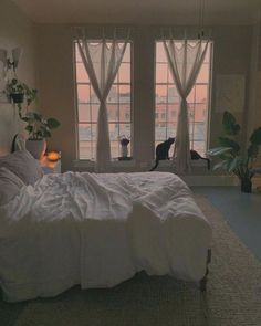 aesthetic bedroom ideas, 8 Fabulous Artsy Bedroom Ideas, This Awesome Photo of 8 Fabulous Artsy Bedroom Ideas is outstanding for your idea. Many of our visitors choose this as favourite in Bedroom Category. Dream Rooms, Dream Bedroom, Room Ideas Bedroom, Bedroom Decor, Pretty Room, Dream Apartment, Apartment Interior, Bedroom Apartment, Aesthetic Room Decor